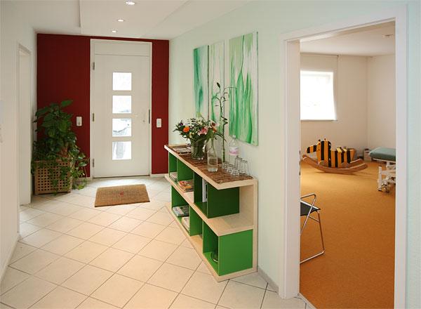 Flur mit Haustür; www.fengshui.de